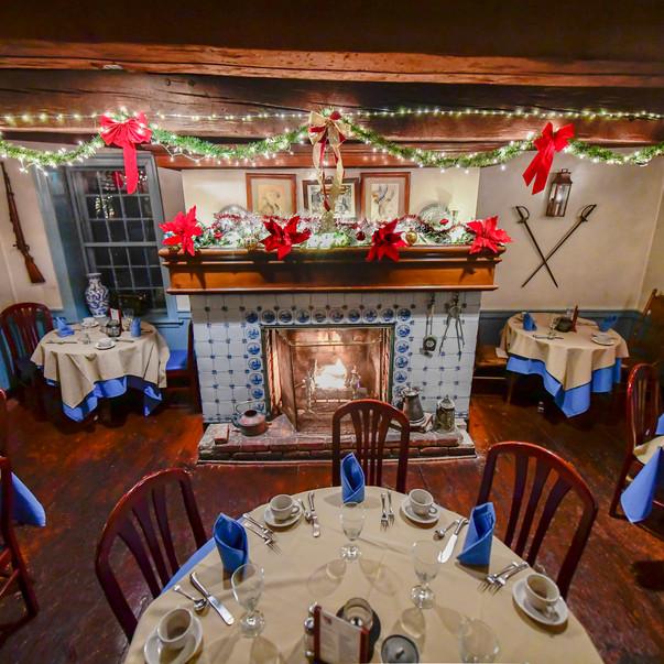 Dining Room & Fireplace Xmas - 76 House.