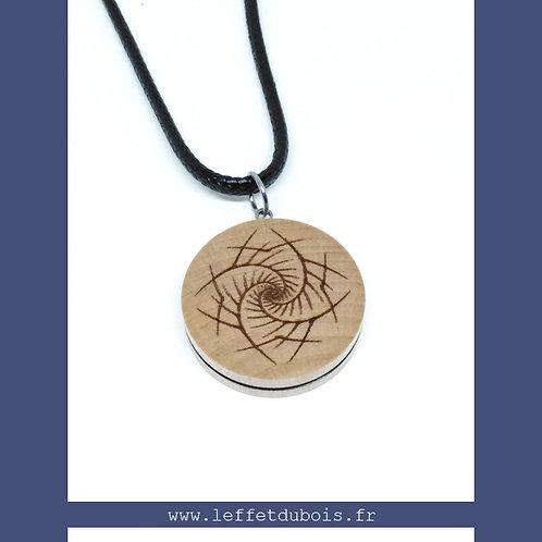 Collier - Pendentif en bois gravé feuille spirale Ref PEN0179