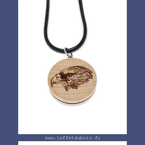 Collier - Pendentif en bois gravé tête d'aigle Ref PEN0176