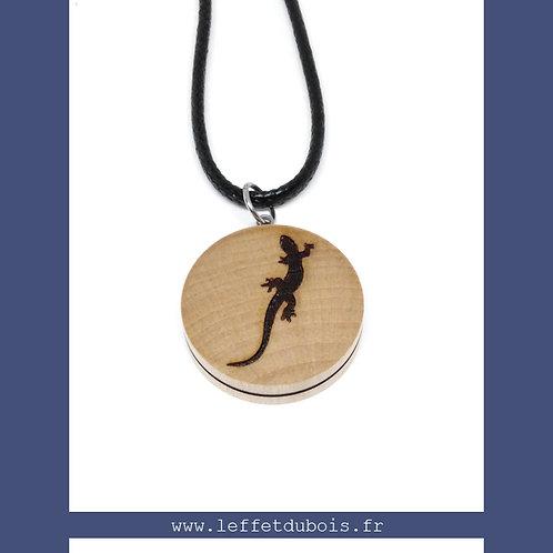 Collier - Pendentif en bois gravé salamandre Ref PEN0178