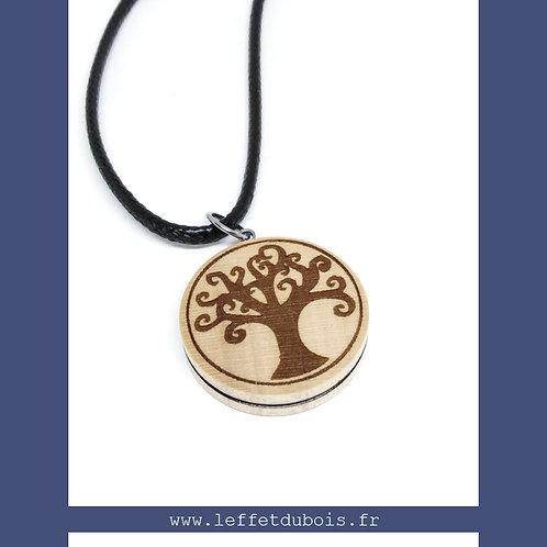 Pendentif en bois gravé arbre de vie Ref PEN0171
