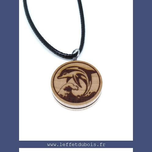 Collier - Pendentif en bois gravé dauphin sur vague Ref PEN0175