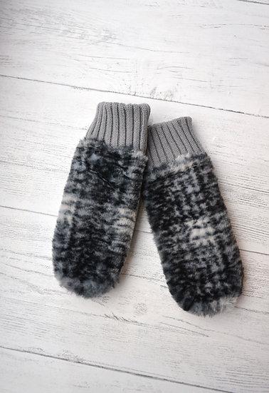Rino & Pelle Light Grey Check Faux Fur Mittens