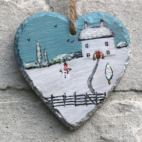Gatekeepers Cottage Hand Painted Heart (10cm)