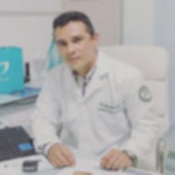 Dr. Jorge Moura - Cirurgião de cabeça e
