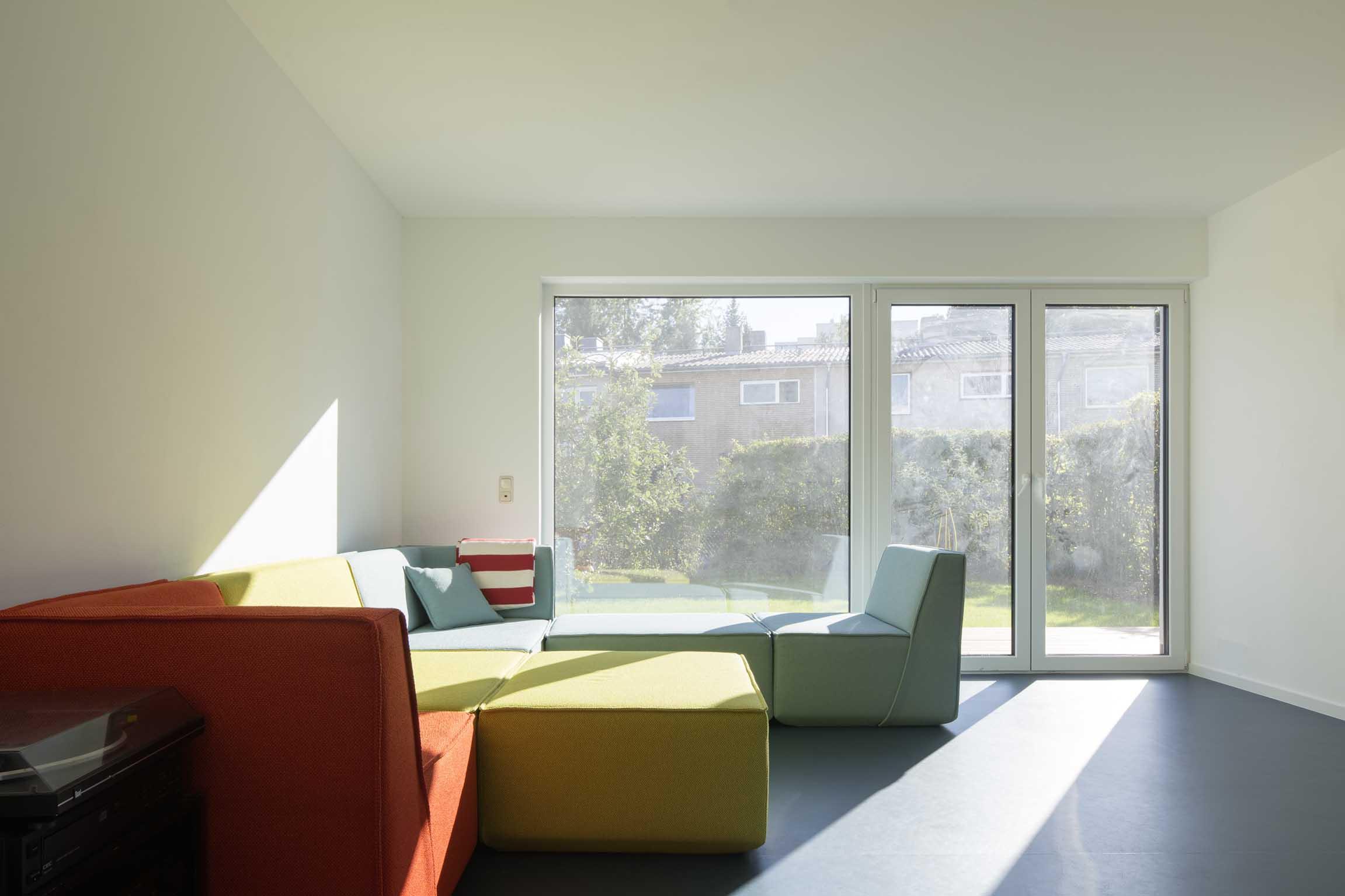 Wohnzimmer mit Blick auf den Garten