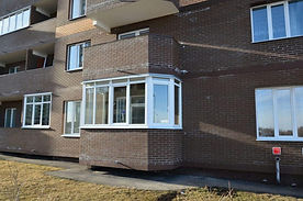 Остекление балкона теплыми ПВХ рамами с эркерами в Красноярске