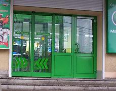 Цветные AL входные двери и группы для магазинов от производителя в Краснярске на заказ