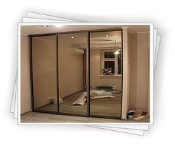 Шкаф-купе с зеркальными дверьми на заказ в Красноярске