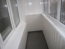 Остекление и внутренняя отделка балкона пластиком в Красноярске