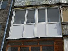 Остекление Г-образного балкона ПВХ профилем с однокамерным стеклопакетом в Красноярске