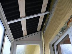 Остекление балкона с установкой крыши в Красноярске