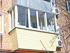 Теплое ПВХ остекление балкона с выносом в 3 стороны под ключ в Красноярске. Утепление, внутренняя отделка, обшивка