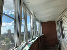 Эркерное остекление лоджии теплыми окнами ПВХ с металлопластиковой рамой в Крсноярске