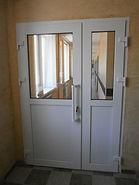 Входной ПВХ дверной блок для офисных помещений на заказ от производителя в Красноярске