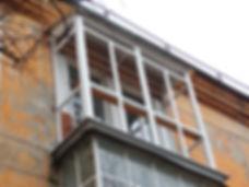"""Французское остекление с установкой крыши на балкое типа """"хрущевка"""" в Красноярске"""