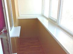 Увеличение балкона по подоконнику. Остекление пластиковыми окнами,  отделка под ключ в Красноярске