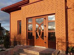 Цветные входные двери ПВХ для коттеджа от производителя в Красноярске по низкой цене