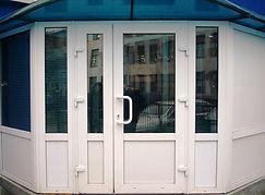 Входная ПВХ дверь в торговый павильон от производителя в Красноярске на заказ