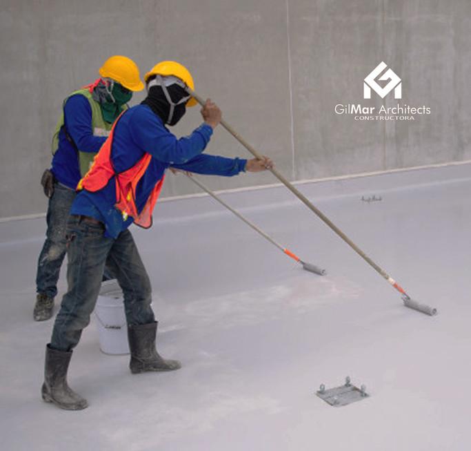 trabajador-construccion-pintura-epoxi-pi