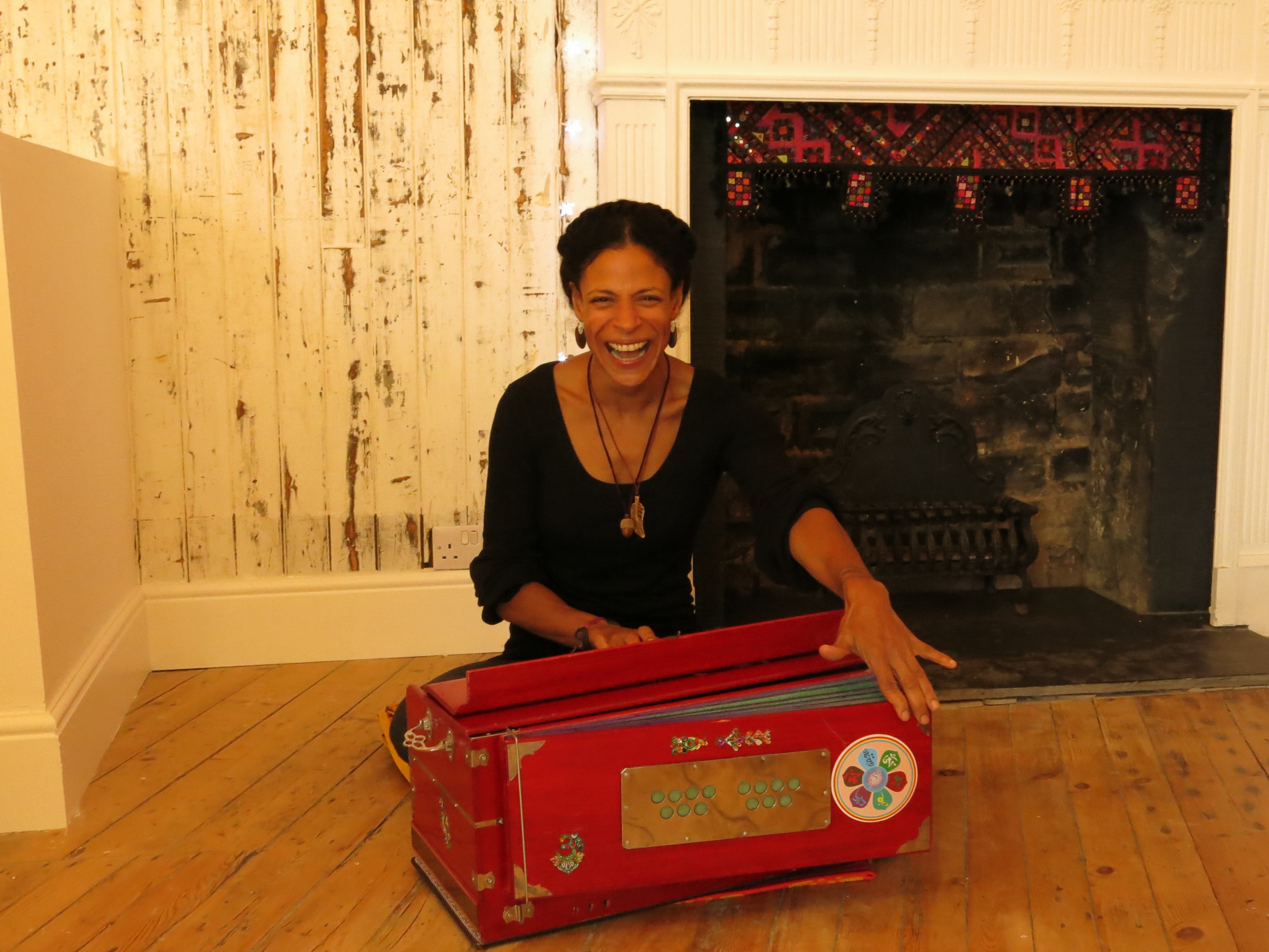 Evelyn, Laughter and the Harmonium