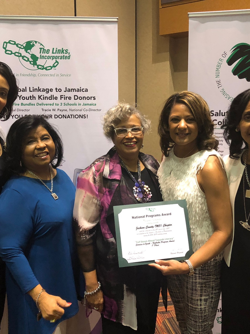 NSBE award with chapter.JPG
