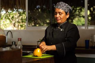 Vous souhaitez découvrir des plats locaux ou tout simplement savourer un repas dans votre villa sans cuisiner? Appelez notre chef qui préparera ce que vous voulez sur place. Nous avons de merveilleux fruits et légumes frais.