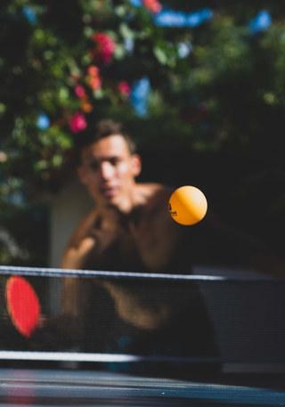 Il y a 2 tables de ping-pong disponibles dans la région. Jouez avec vos amis ou vos familles.