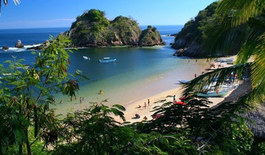 The bays of Huatulco (1h30 from Puerto Escondido) are there for you to have fun in these transparent waters. He will present you with a guide so you can discover these paradisiacal landscapes and learn their stories.