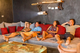 Do you want to relax after a tiring day at the beach? Reserve the movie projection room for an evening with friends or family.