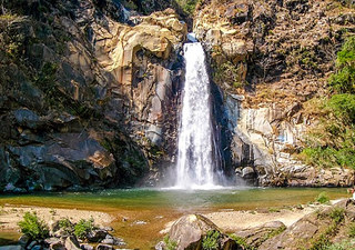 Si vous n'avez pas peur de grimper, il sera facile de voir la cascade Reforma. À 1 heure de route de notre propriété, un guide vous emmènera faire une promenade à travers la rivière et la forêt jusqu'à la cascade où vous pourrez nager. À votre retour de voyage, vous pourrez savourer un délicieux repas dans la lagune de Manialtepec.