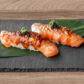 121574_SakuraYakiniku_Food_SalmonAburiTo