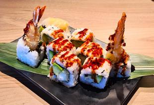 Inside prawn tempura roll 1.jpg