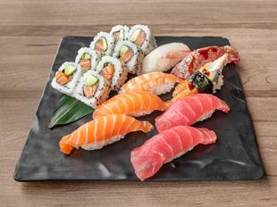 121574_SakuraYakiniku_Food_NigiriSushiPl