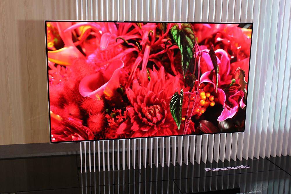 Panasonic OLED prototyp (zdroj: twitter SteveMay_UK)