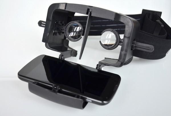 Samsung Gear VR (zdroj: slashgear.com)