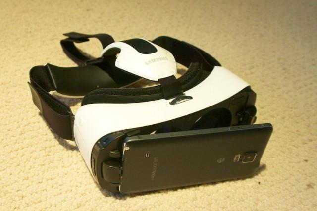 Samsung Gear VR (zdroj: arstechnica.com)