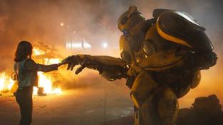 Série Transformers potřebovala restart, ale Bumblebee ji stáhl k fantasy průměru