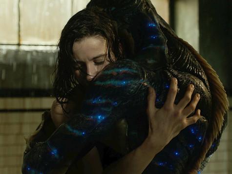 S Tváří vody píše Guillermo del Toro další milostný dopis filmu