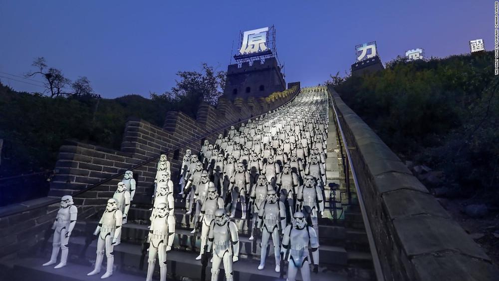 Stormtroopeři na Velké čínské zdi. Před pár lety nemyslitelné