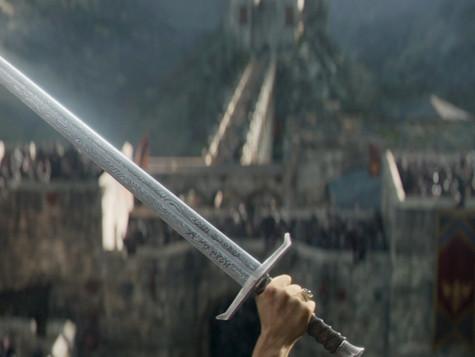 Král Artuš: Legenda o meči je jeden z nejodvážnějších blockbusterů roku