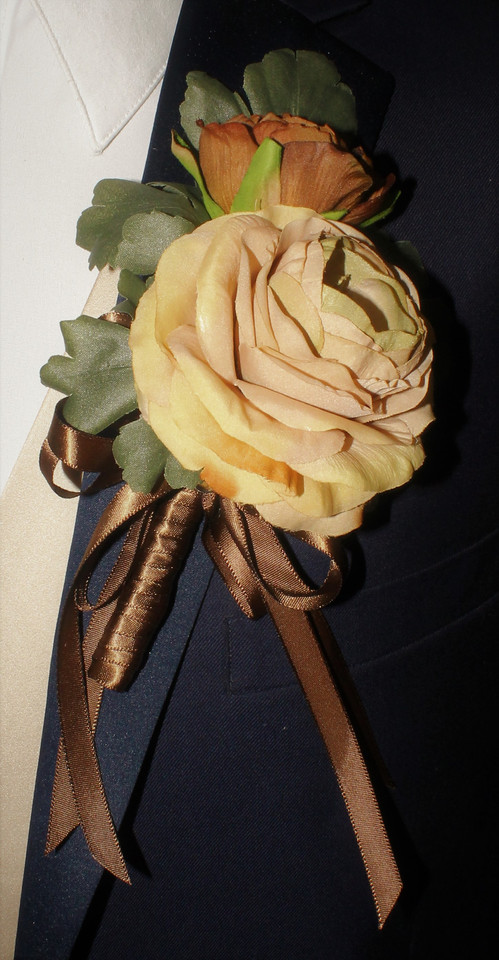 Toffee Boutonniere #0008