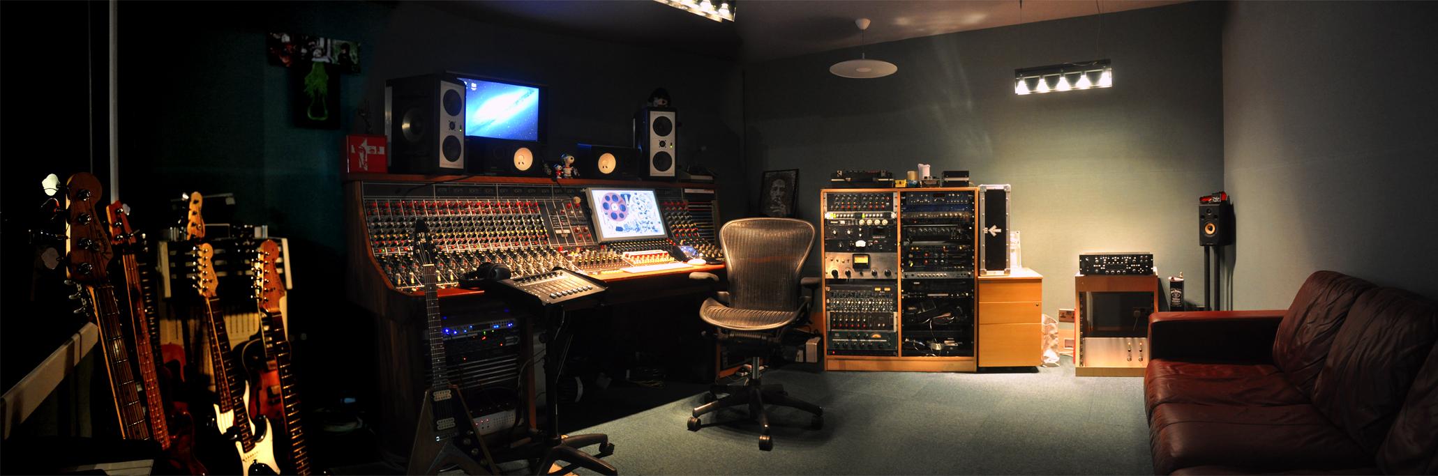 DSC_0263-0266_recording_room.jpg