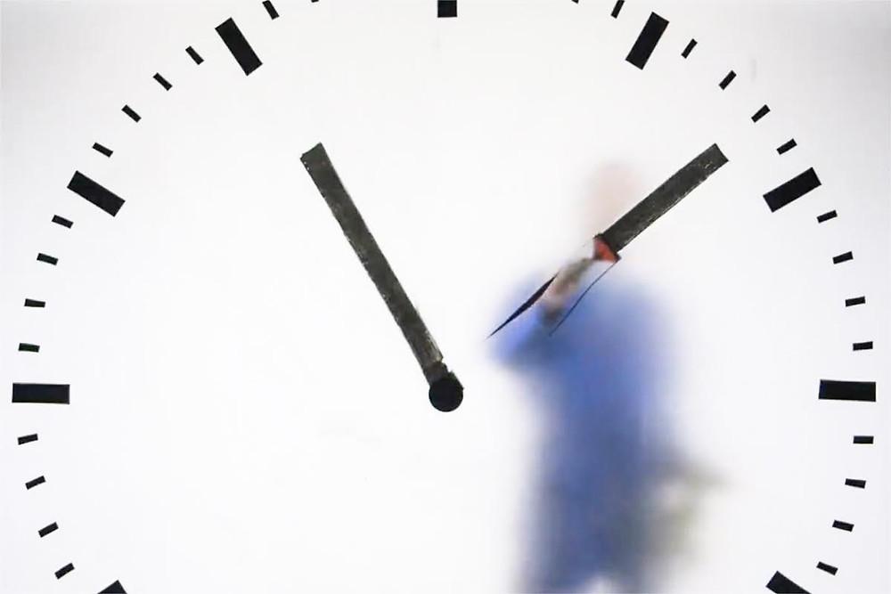 Maarten Baas, real Time Schiphol Clock