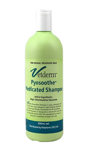 Vetderm Pyosoothe Shampoo bottle. Chlorhexidine gluconate 30g/L. Assists with managing scaly or itchy skin in dogs and cats.