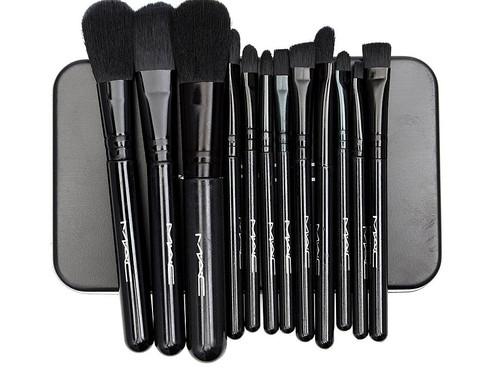 Imported Makeup Brush Set with 12 Brushes & Storage Box.