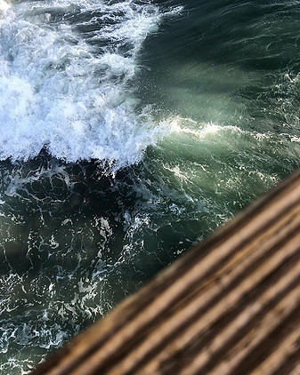 Waves crashing into the Pier