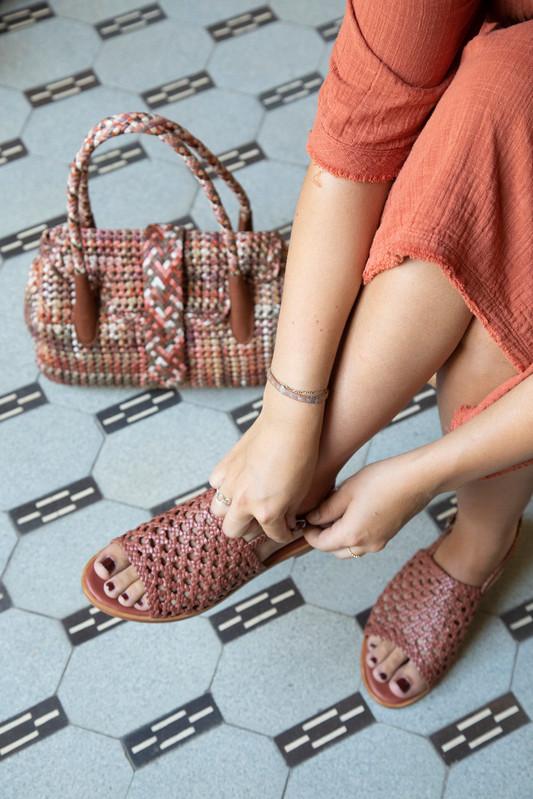 Shoes: Hope Quadro Terra; Bag: Kirsten Small Flower Earth
