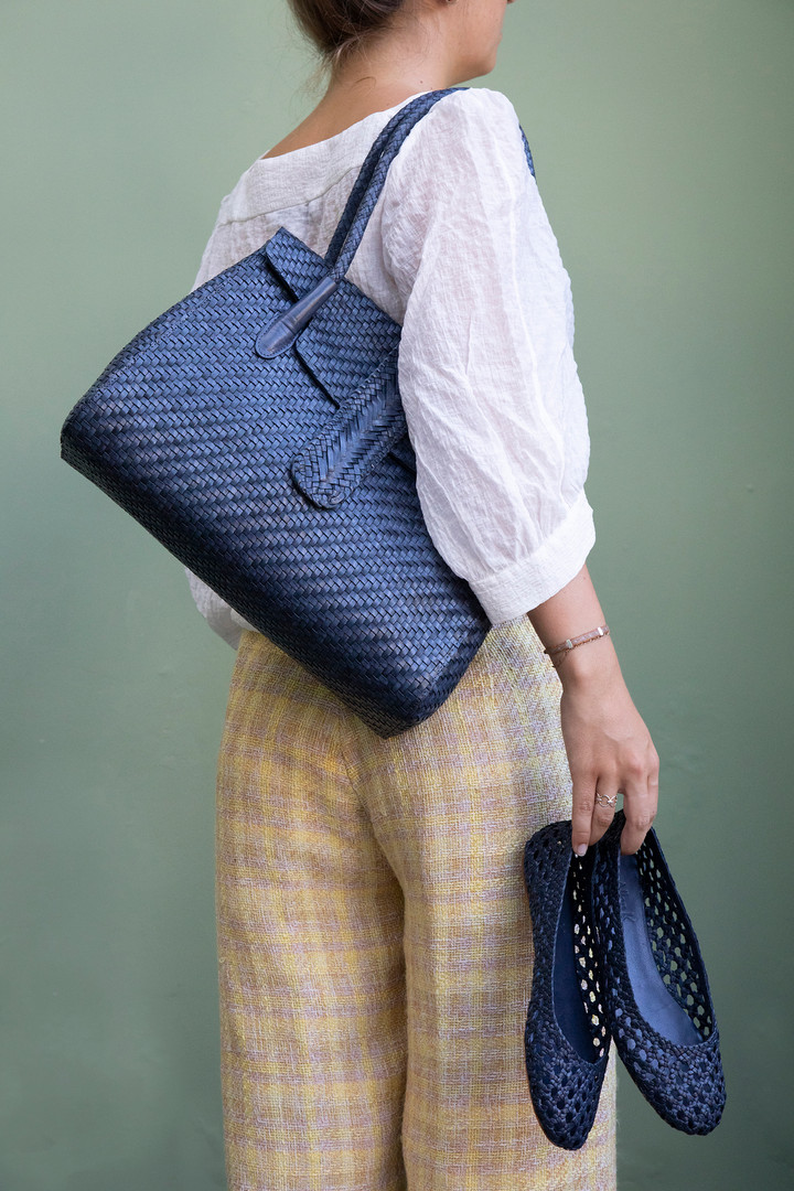 Shoes: Lenny Quadro Navy; Bag: Kirsten Large DJ Navy