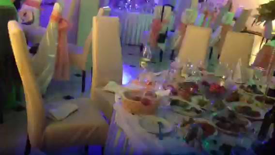 Украшение зала в персиковом цвете Киев